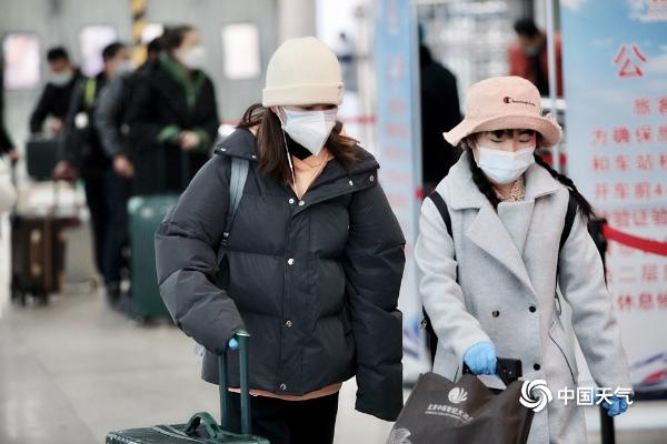 疫情下北京西站返乡旅客应采取防护措施 有序进站
