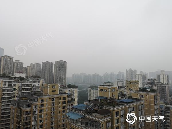 重庆许多地方有大雾今天和明天将有雨雪