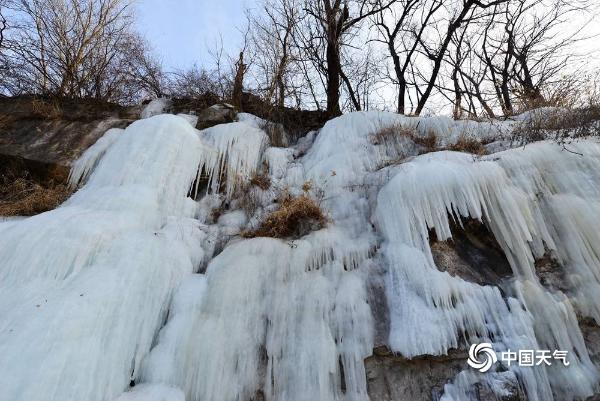 """北京门头沟现壮观冰瀑群 游客慕""""冰""""而来"""