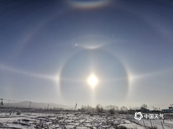 震撼!内蒙古呼伦贝尔罕见的组合冰晕
