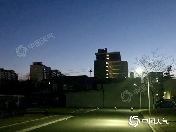 北风呼啸!北京今日阵风可达7至8级 白天最高气温仅-1℃