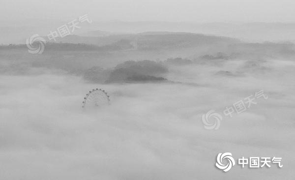 湖南省春运高峰首日大雾扰乱交通 19条高速公路受影响