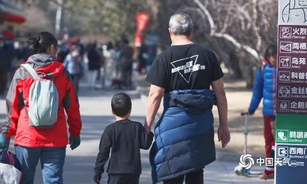 火爆!北京的气温在2月份打破了历史新高 市民们穿着短袖出行