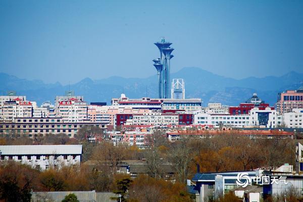 """北京阳光蓝天""""在线""""俯瞰西山清晰可见"""