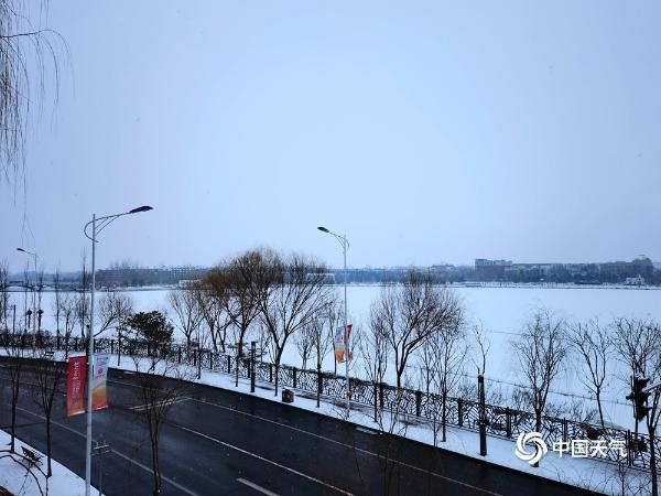 雪!北京延庆等地降雪 5个区发布道路结冰黄色预警信号