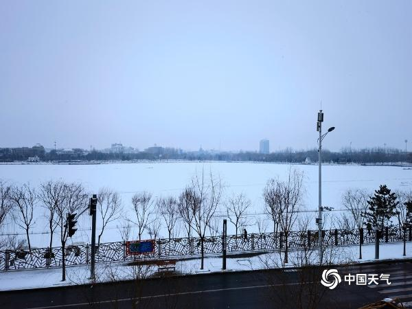 下雪了!北京延庆等地出现降雪 5区发布道路结冰黄色预警信号
