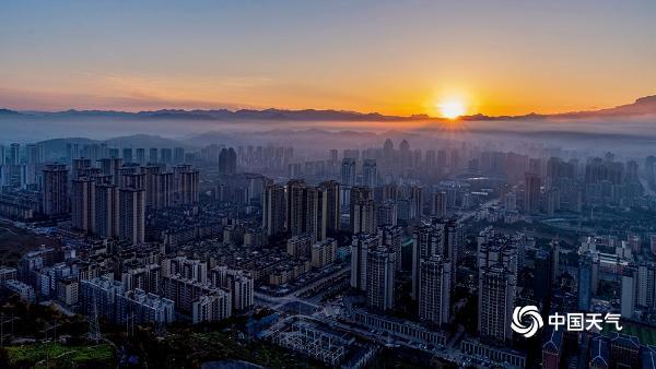 元旦 重庆薄雾笼罩温暖的杨耀程