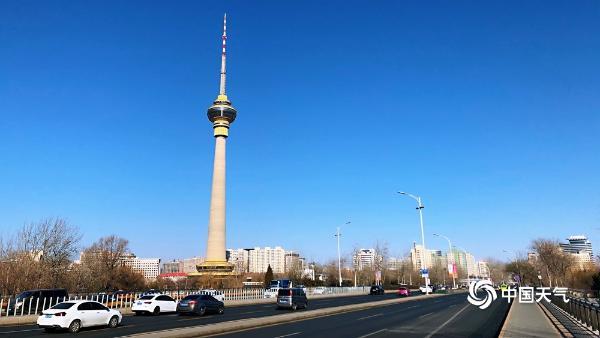 抢眼!北京二月的第一天 蓝天伴随着温暖的太阳