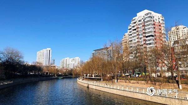 养眼!北京二月第一天蓝天与暖阳相伴