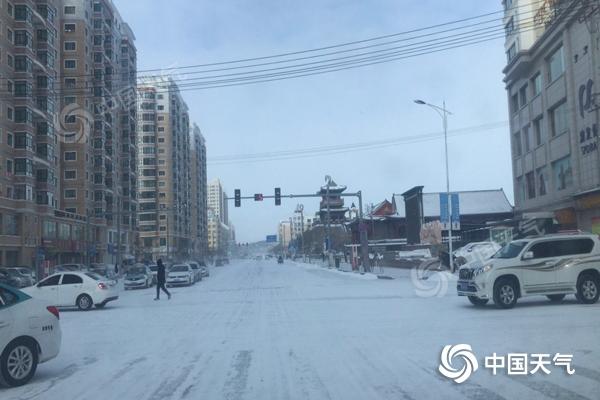 内蒙古东部地区风雪交加 阵风可达7级