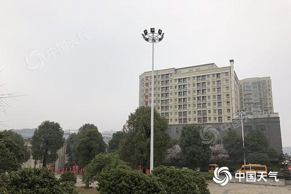 强冷空气影响中国雨雪降温并持续