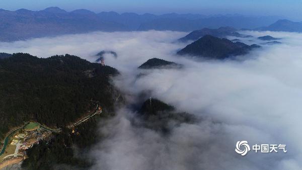 重庆酉阳金银山国家森林公园雾气缭绕 宛若人间仙境
