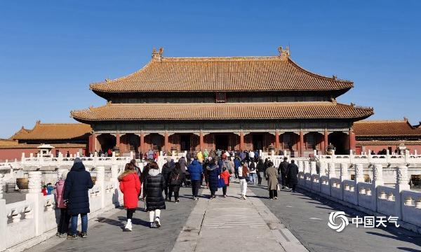 """北京天空再现""""水晶蓝"""" 古老的建筑在蓝天的映衬下展现出中国的美丽"""