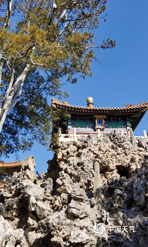 """北京天空再现""""水晶蓝"""" 古建筑在蓝天的衬托下尽显中国美"""