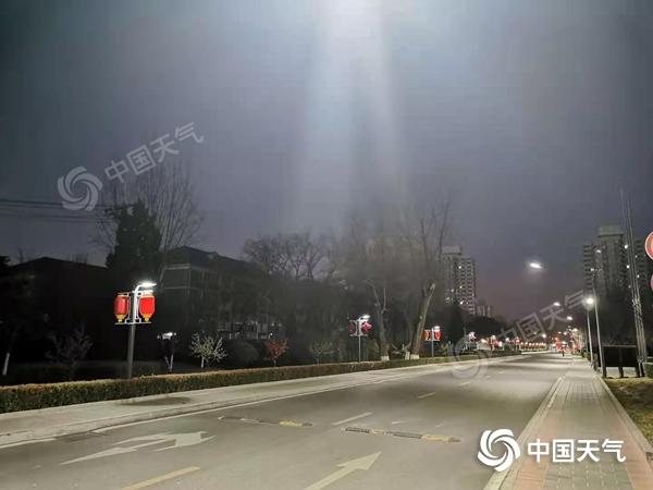 今晚 北京的群山将迎来小雪 明天气温会突然下降 最高温度只有5摄氏度
