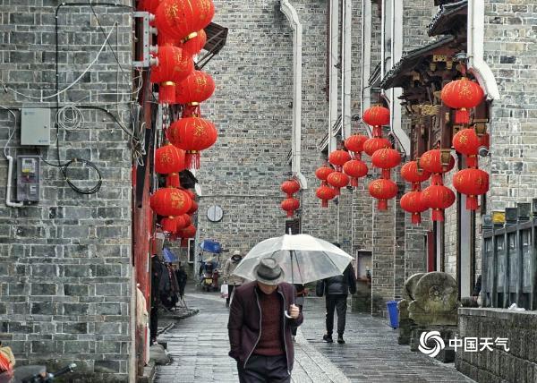贵州黎平大红灯笼高高挂 革命古城年味浓