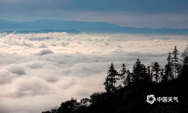 航拍重庆石岭山云海  气势磅礴蔚为壮观