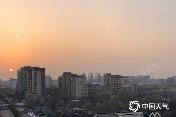"""北京今天最高气温22℃春意浓 明天天气""""变脸""""降雨降温"""
