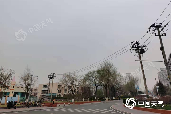 """出门带伞!今天北京迎""""春雨"""" 最高气温""""速滑式""""下落"""