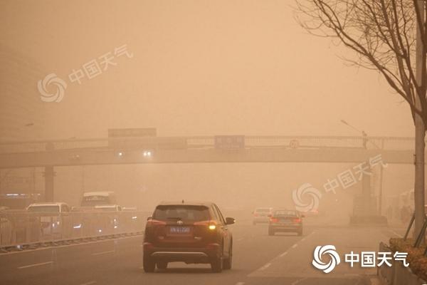 北京遭遇沙尘暴侵袭!今天傍晚减弱16日或将出现沙尘回流
