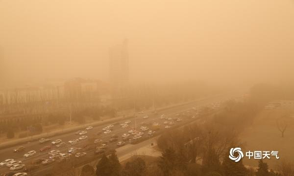 宁夏出现强沙尘暴天气 最小能见度166米