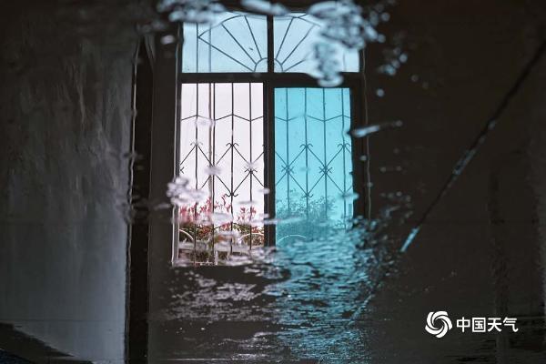 """贵州黎平遭遇""""回南天"""" 地面墙壁湿漉漉"""