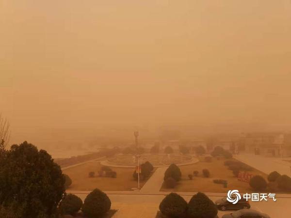 黄沙满天!一组图片看甘肃沙尘天气场景