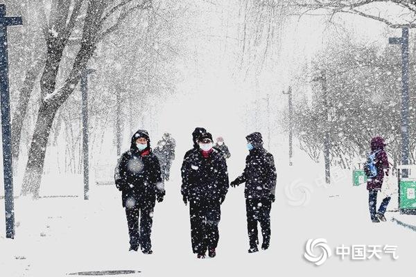 南方在线欢迎大范围对流天气、暴雨和冰雹
