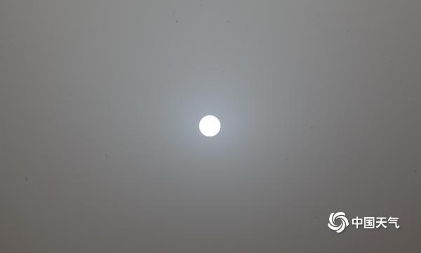"""太阳又变蓝了?受沙尘影响 北京上空再现火星同款""""蓝太阳"""""""