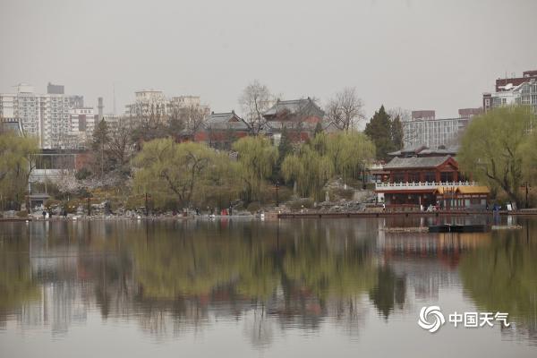 沙尘回流继续影响北京 部分地区空气质量达中度污染