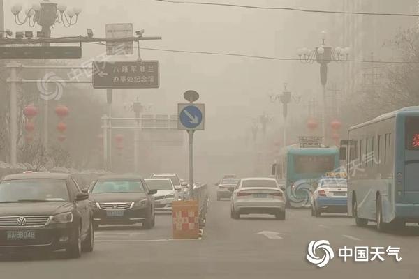 敦煌莫高窟因强沙尘关闭 今明天甘肃中北部仍有浮尘
