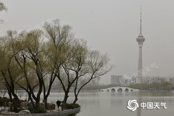 北京沙尘回流加重多区严重污染 周末空气质量转好