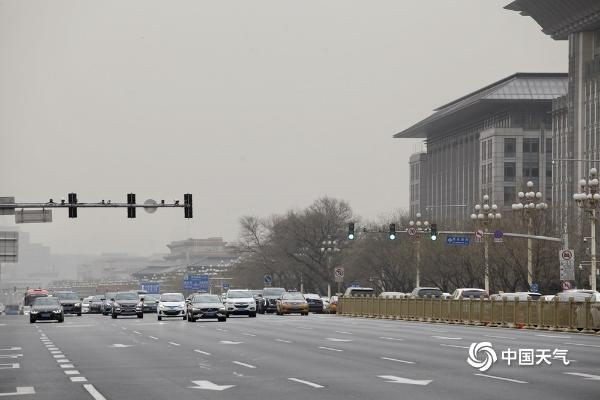 北京灰尘回流很多地区 严重污染天空 天空是灰色的