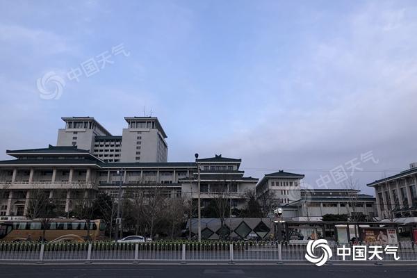 北京今天多云间晴蓝天上线 花粉浓度高昼夜温差大