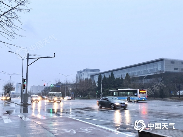 出门带伞!北京今天雨雾交织或扰早高峰 夜间仍有轻微浮尘