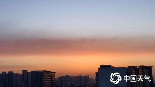 北京朝霞又上线!橙红色装点天边