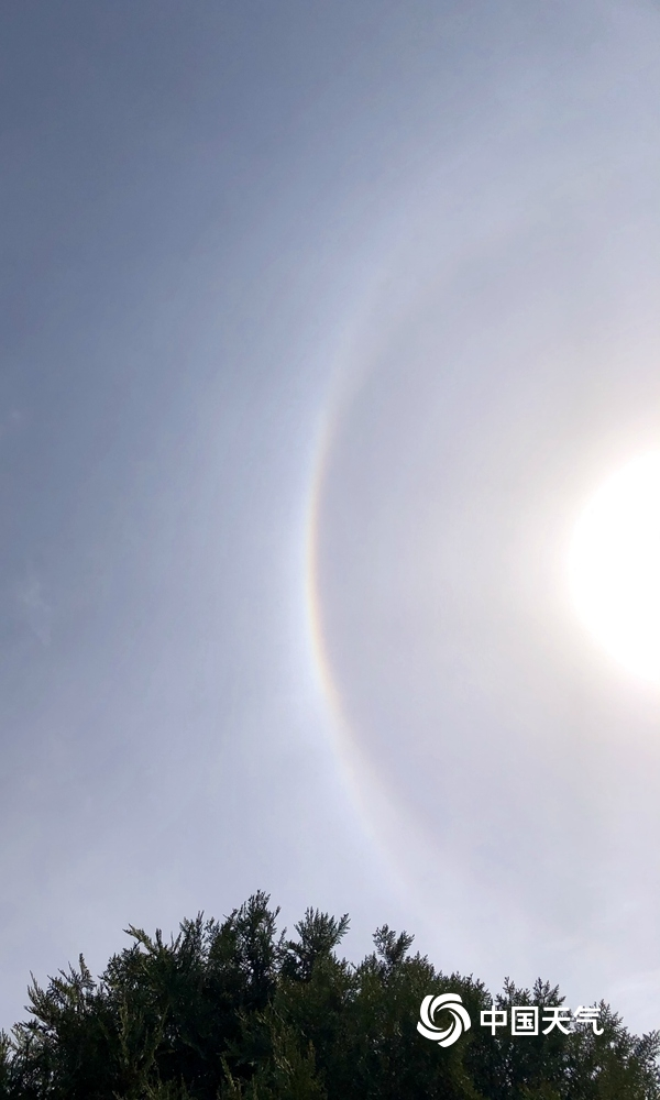 北京上空连续两天出现日晕 专家称春夏季节较为常见