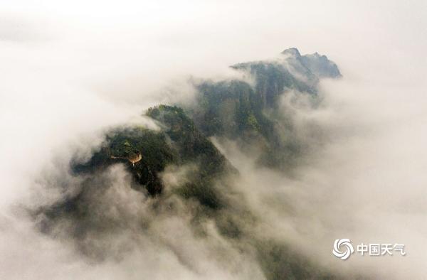 云雾缭绕 广西龙脊梯田美如画