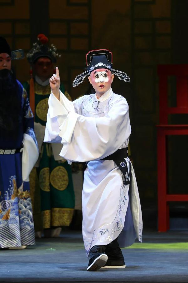 新编京剧《施青天》首轮演出落幕