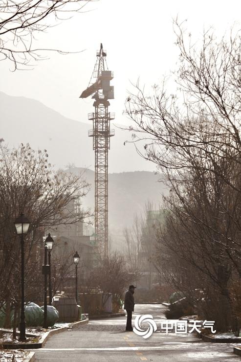 北京延庆能见度不佳 预计沙尘上午抵京傍晚后结束