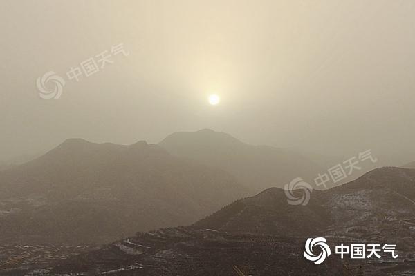 沙尘进京!北京西部和北部污染严重 预计下午沙尘影响趋于结束