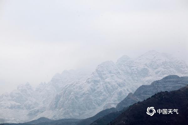 实拍!雪后北京群山宛如水墨画 壮美巍峨