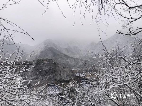 朦胧美!雪后北京群山烟云萦绕 宛如世外桃源
