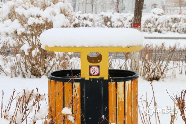 新疆伊吾降暴雪 积雪深度达10厘米