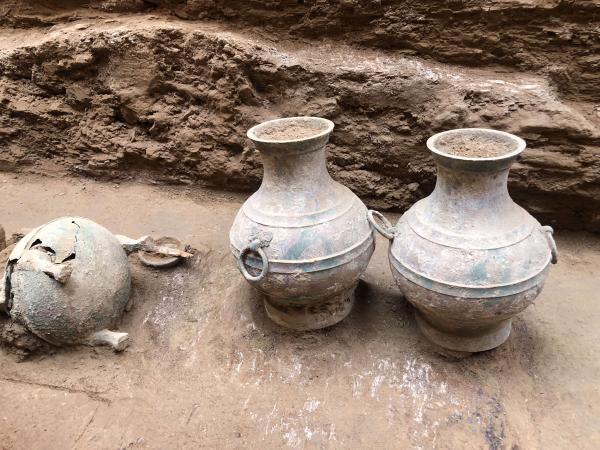 陕西发现完整西汉墓 出土鎏金铜器等文物近百件
