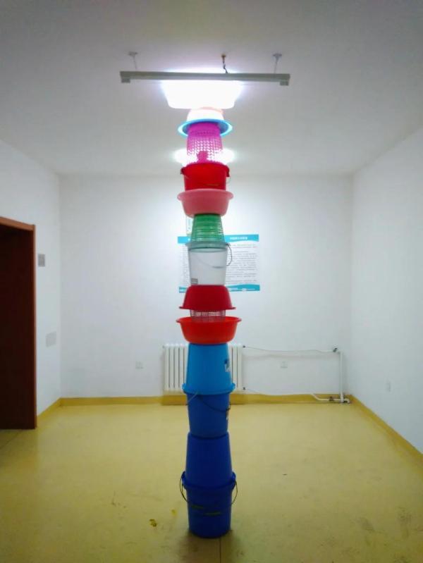 把14个艺术家关进废弃医院一周……能玩得多野?