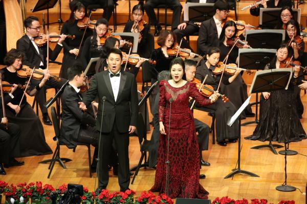 中国交响乐团唱响《英雄的赞歌》