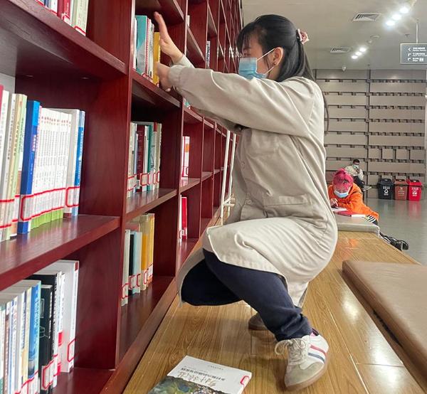 手语版《冀图书讯》引发关注 让更多听障者享受阅读