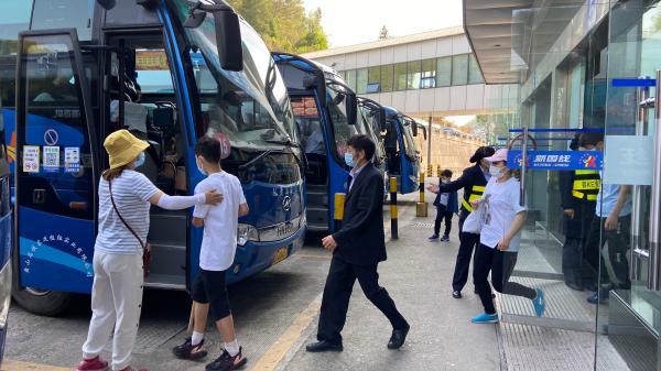 """""""五一""""假期第一天 1.4万游客登黄山"""
