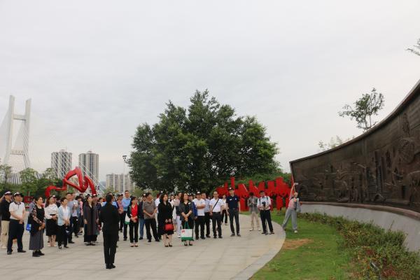 """广西开展""""党旗高高飘扬·走读广西""""和""""党旗高高飘扬·文兴广西""""群众性文化活动"""